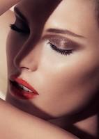 Amber, así responde la nueva colección de maquillaje de Giorgio Armani