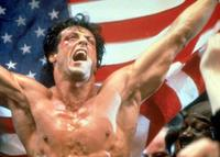 Sylvester Stallone nos quiere vestir como Rambo y Rocky. Hazte fan