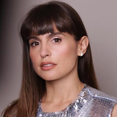 """Verónica Echegui saca todo el partido a las sombras plateadas más """"galácticas"""" con su maquillaje de los Premios Goya 2021"""