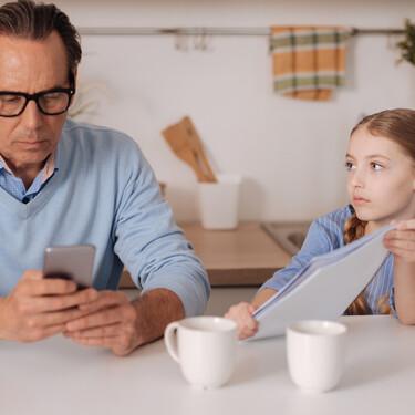 Cuando tus hijos reclamen tu atención, préstasela; no te hagas el distraído