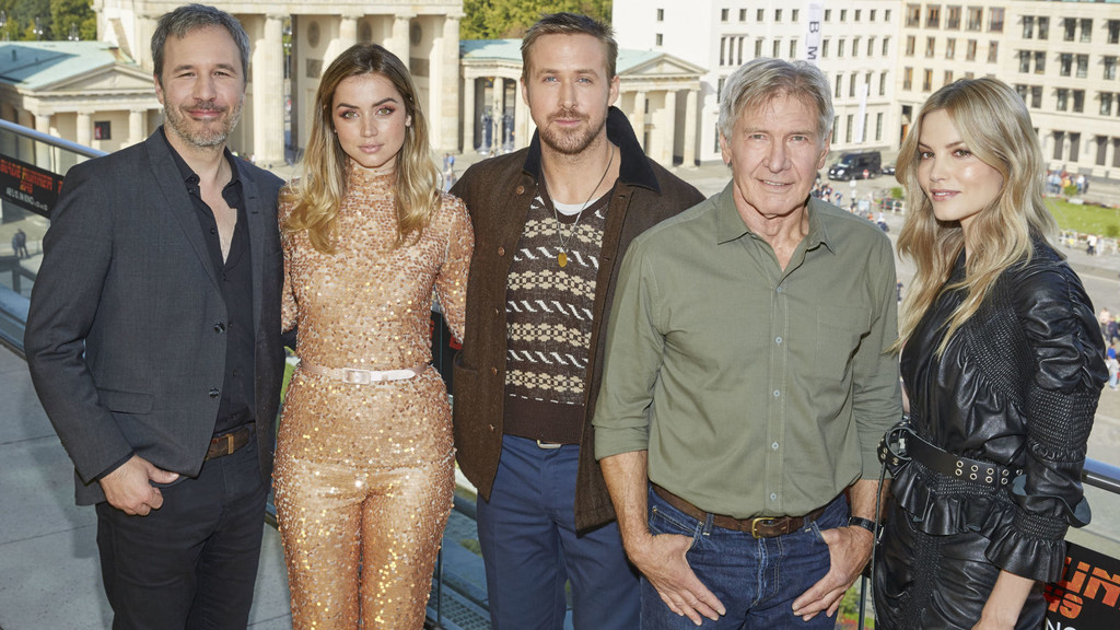 Villeneuve con los protagonistas de Blade Runner 2049