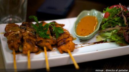 Bangkok café - pinchos de pollo satay