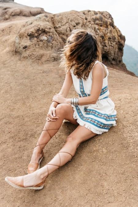Las sandalias de tiras que cortan la circulación están en las calles. ¿Tendencia apta o no apta?