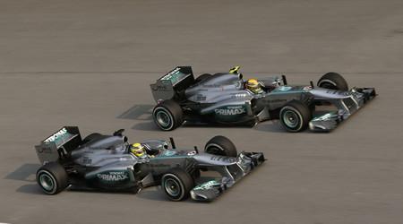 Hamilton y Rosberg en carrera