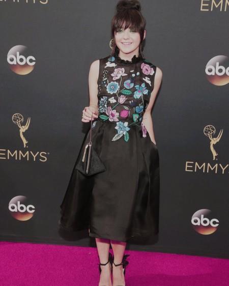 Maisie Williams arriesga (sin ganar) en los Premios Emmy 2016