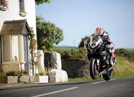 Una vuelta a la Isla de Man a 210 km/h de media