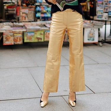 Nueve prendas metalizadas que imitan piel, son muy discotequeras y harán brillar hasta tus looks de diario
