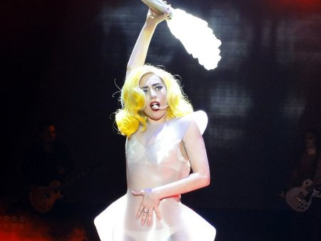 ¡Qué Lady Gaga se nos ha casado (a su manera, como siempre)!