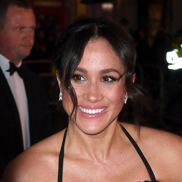 Meghan Markle se viste de gala con un look poco favorecedor