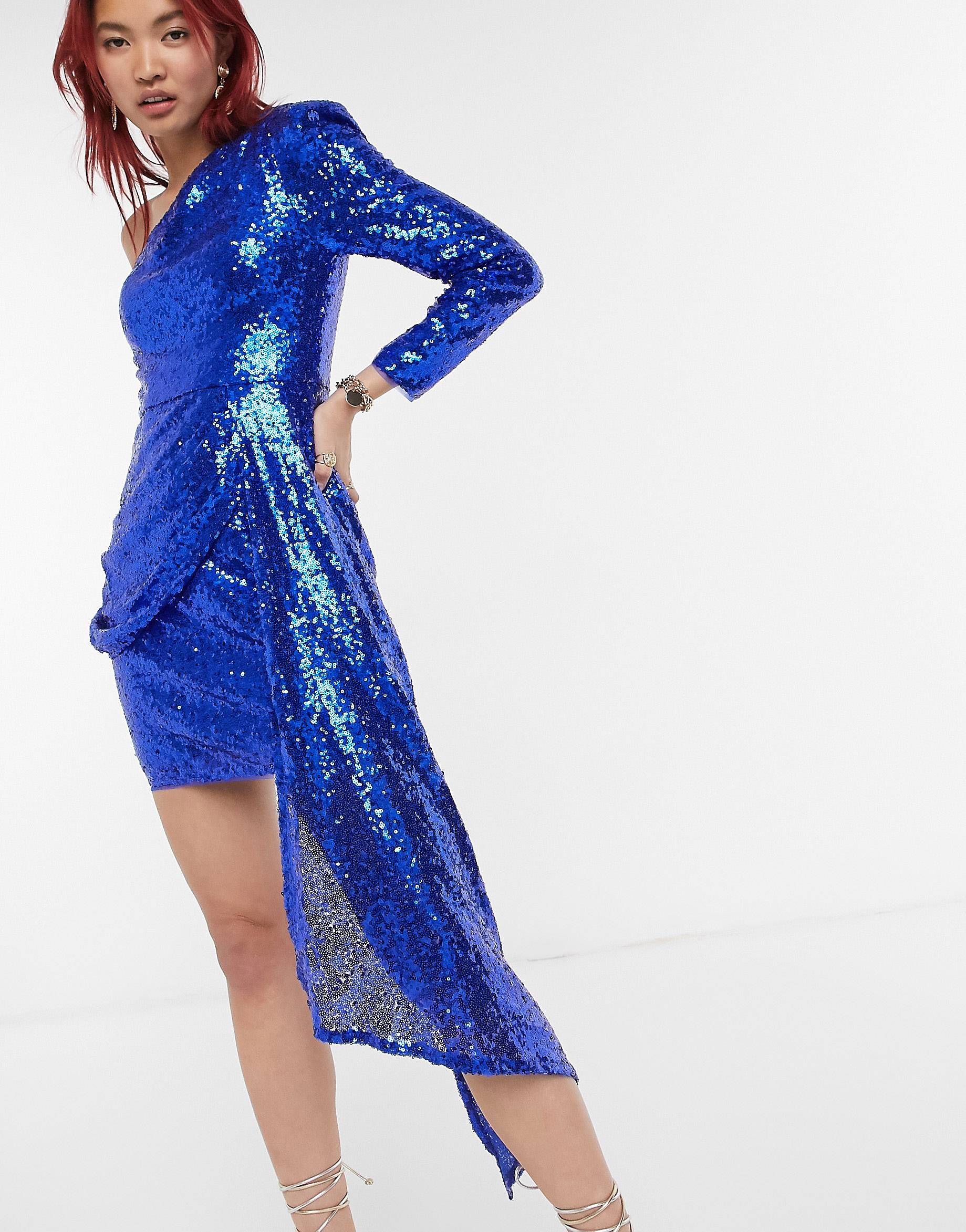 Vestido corto cobalto con cola de lentejuelas de Lusso the Label.