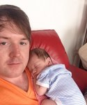 Un polémico caso de maternidad subrogada: una mujer da a luz al hijo de su hijo gay