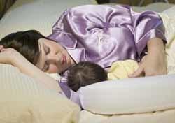 Las tomas nocturnas del bebé: consejos para dormir más