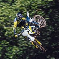 La gama Husqvarna de motocross se renueva con nuevas suspensiones y conectividad con smartphone para ajustar el motor