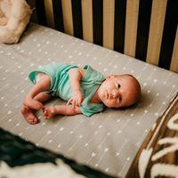 El bebé que nació dos veces: le hicieron una cirugía fetal para corregir su espina bífida antes de nacer