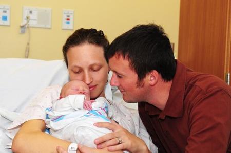 Padres hospital recién nacido