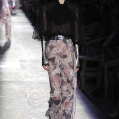 Foto 45 de 61 de la galería chanel-alta-costura-otono-invierno-2012-2013-rosa-gris-brillos-y-nuevo-vintage en Trendencias