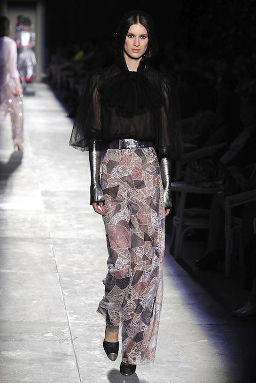 Foto de Chanel Alta Costura Otoño-Invierno 2012/2013: rosa, gris, brillos y nuevo vintage (45/61)