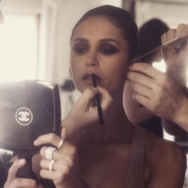 Nina Dobrev no arriesga (nada) en su look para los Premios Grammy 2019