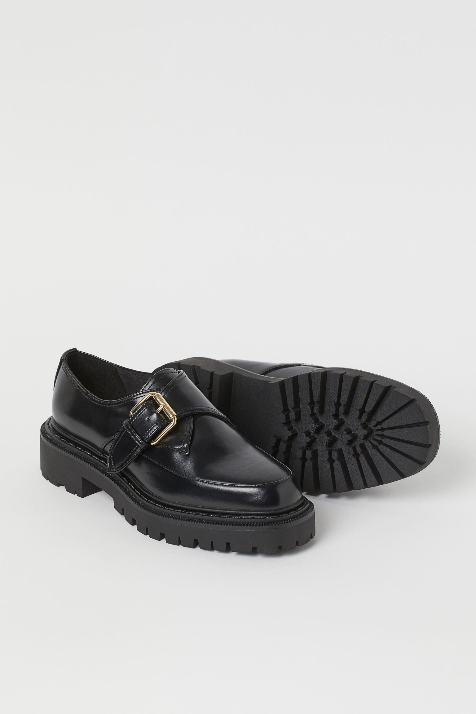 Zapatos con plataforma y hebilla