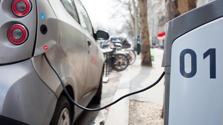 Qué coches eléctricos entran (y cuáles no) dentro de las ayudas del Plan MOVALT en España