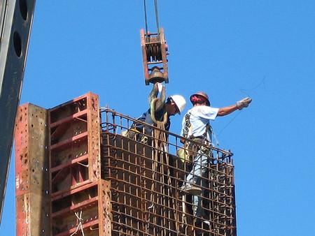 ¿Pagar el paro o ayudar al sector de la construcción?