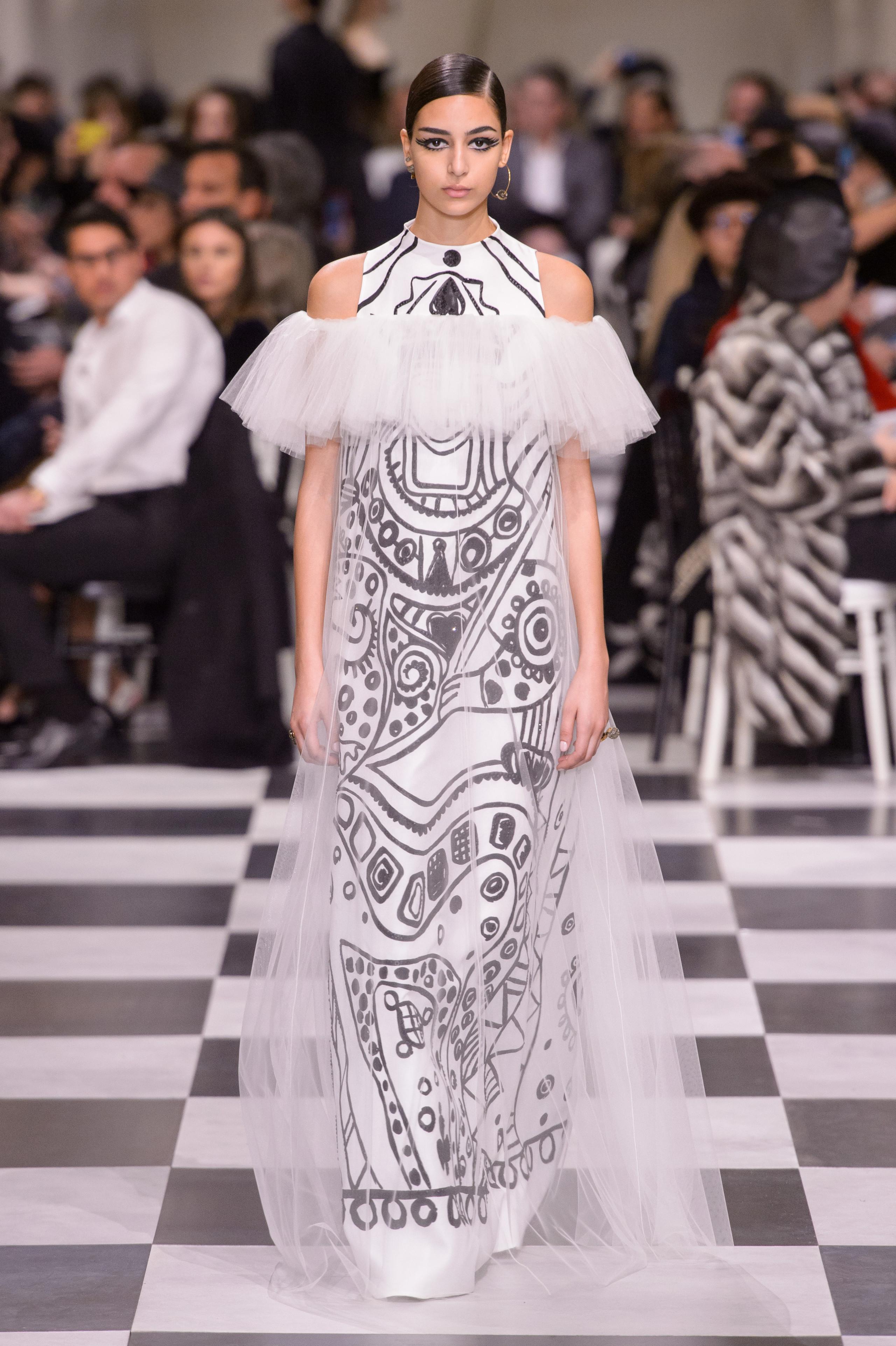 Foto de Dior Alta Costura: Maria Grazia Chiuri y su mágico desfile en blanco y negro Primavera-Verano 2018 (59/74)