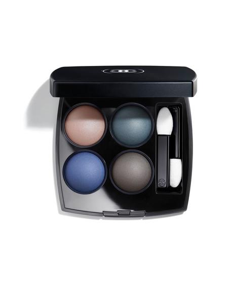 Pantone Classic Blue Cosmeticos Chanel