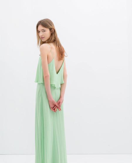 Del peplum a los maxivolantes en Zara y Mango para los vestidos de primavera