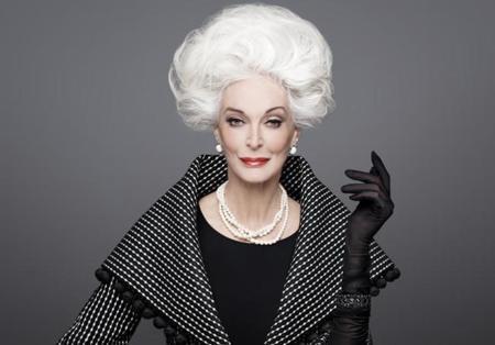 Así posa y desfila la modelo más veterana con 84 años, Carmen Dell'Orefice es un estilo único