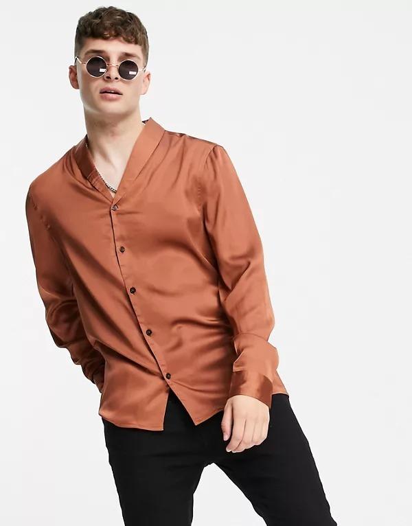 Camisa color cobre de corte estándar con cuello esmoquin de satén de ASOS DESIGN