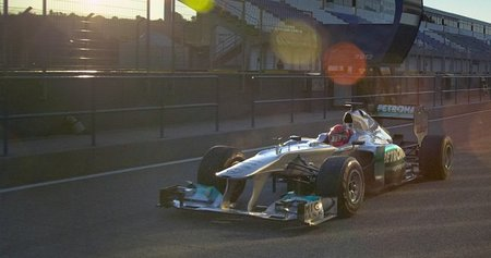 Michael Schumacher cuenta con el apoyo de Mercedes-Benz para continuar otra temporada más
