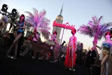 Patricia Field presenta su colección de bañadores coincidiendo con el estreno de Sexo en Nueva York 2