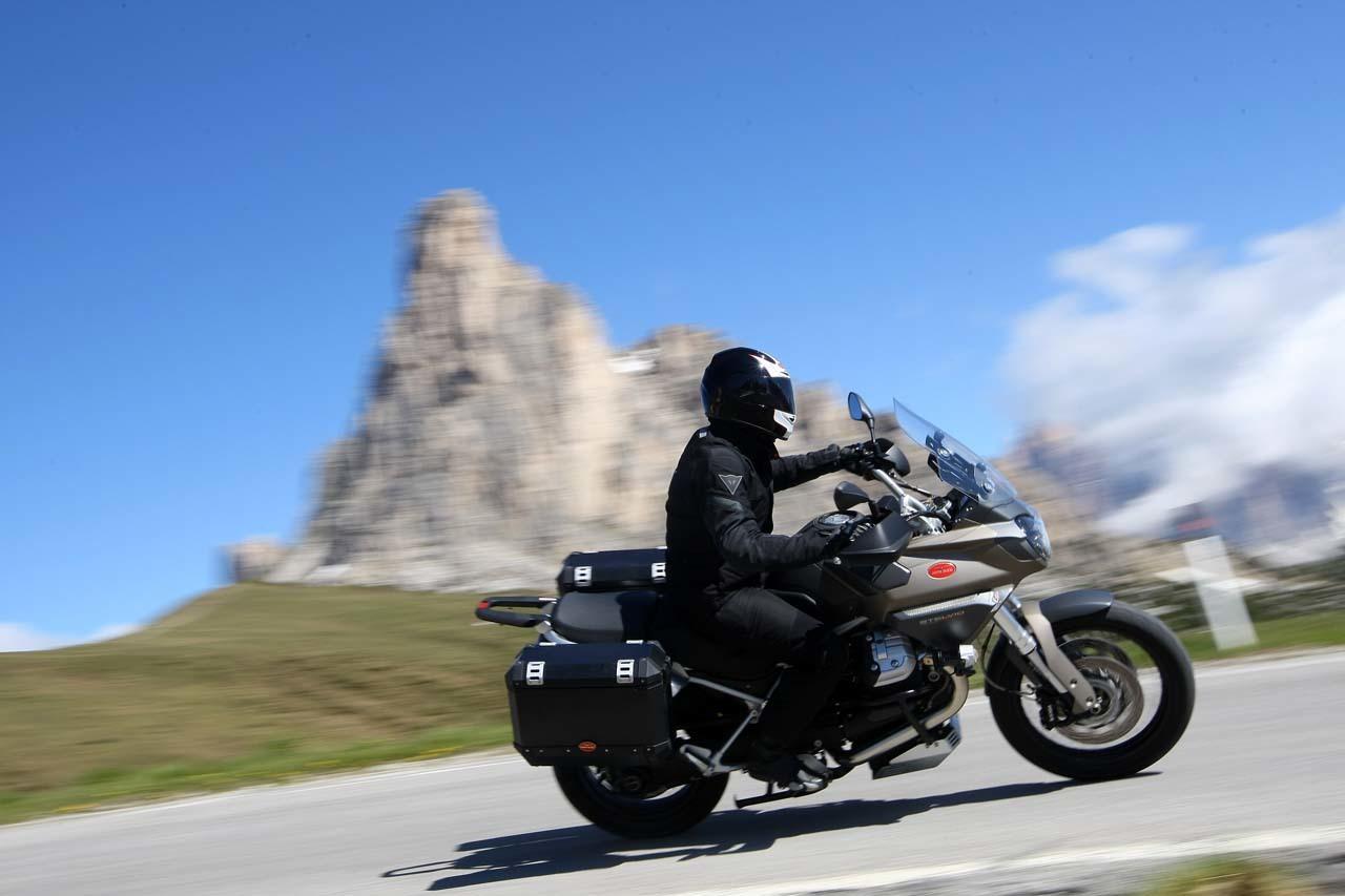 Foto de Moto Guzzi Stelvio 1200 4V NTX (1/7)