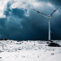 Más de 30 años de datos meteorológicos señalan que con la solar y eólica no basta: necesitamos más fuentes de energía renovable
