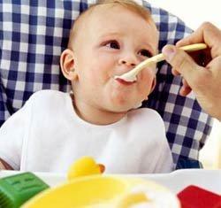 Dar ejemplo a los niños con los hábitos alimentarios sanos