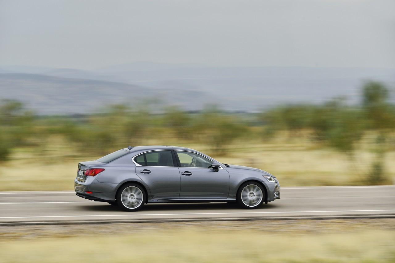 Foto de Lexus GS 300h (142/153)