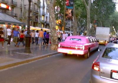 Limusina rosa en Barcelona y Maybach 62 azul en Londres
