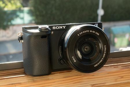 Sony Alpha A6300, Panasonic Lumix DMC-G7 y más cámaras, objetivos y accesorios en oferta: llega Cazando Gangas