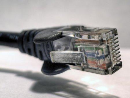 La banda 'ancha' universal llega a España con velocidad máxima de 1 MB y límite de descarga de 5 GB