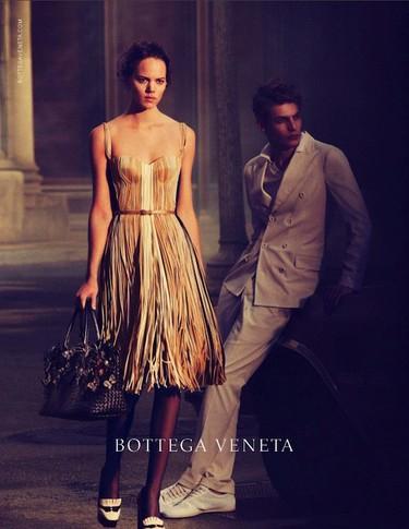 Quiero ser una mujer Bottega Veneta y llevar tan bien los vestidos como Freja Beha Erichsen