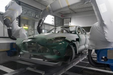 Primer Aston Martin Dbx Sale De La Linea De Produccion 15