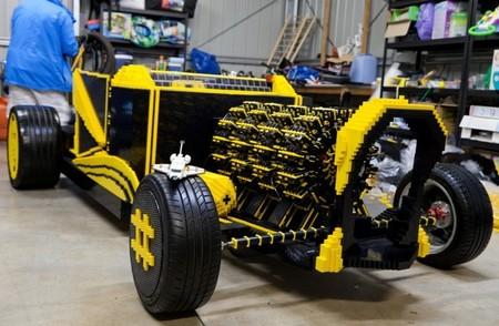 El coche neumático de piezas de Lego. Regreso a Motorpasión Futuro