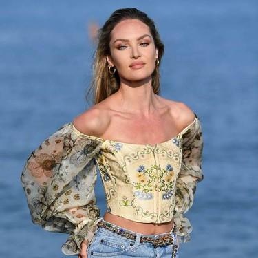 El bustier que Candice Swanepoel ha lucido en su llegada a Venecia es todo lo que puedes desear tener en tu armario en septiembre