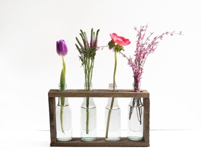 Recicladecoración: un set de jarrones con cuatro viejas botellas