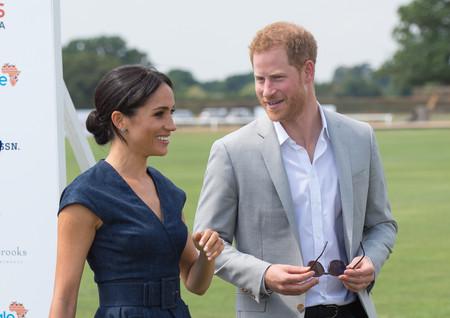 Meghan Markle o cómo ir a un evento de Polo siguiendo la norma de 'menos es más' (y con un vestido denim)