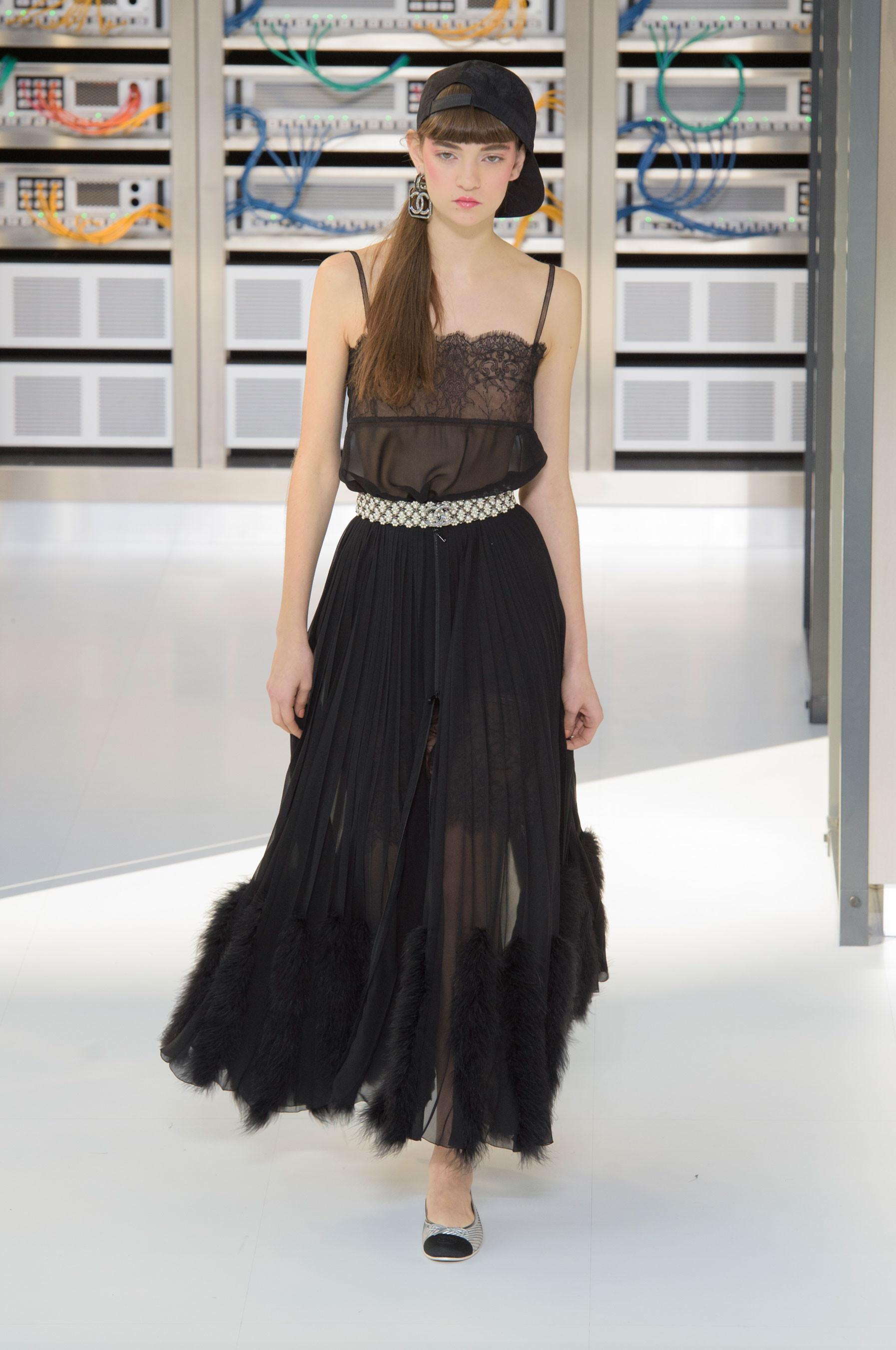 Foto de El regreso al futuro de Chanel en su colección Primavera-Verano 2017 (56/96)