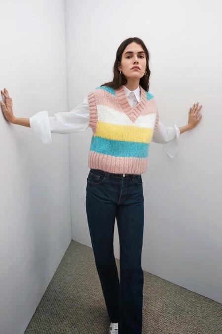 Los nuevos chalecos de punto de Zara se acompañan de un estallido de color (pastel) para añadir fantasía a los looks invernales
