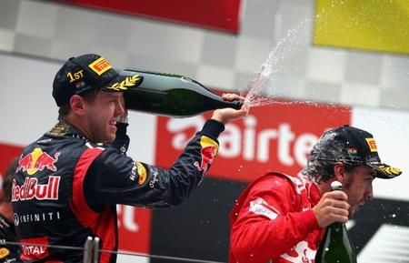 Sebastian Vettel gana en India por delante de Fernando Alonso