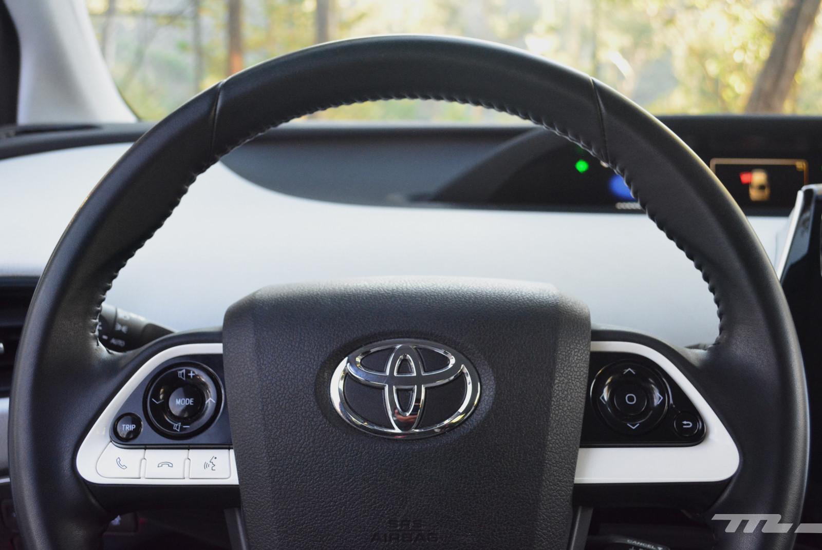 Foto de Hyundai Ioniq vs. Toyota Prius (15/22)