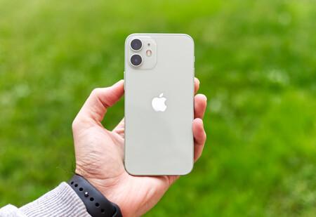 """El iPhone 12 Mini con un precio """"mini"""" en Amazon: cómpralo ya por 747 euros en rojo, verde y blanco con envío gratis"""